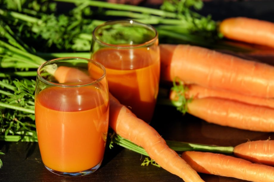 Juicing health benefits and risks (and recipes!)